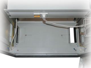 Прижимные кабельные вводы в цоколе шкафа